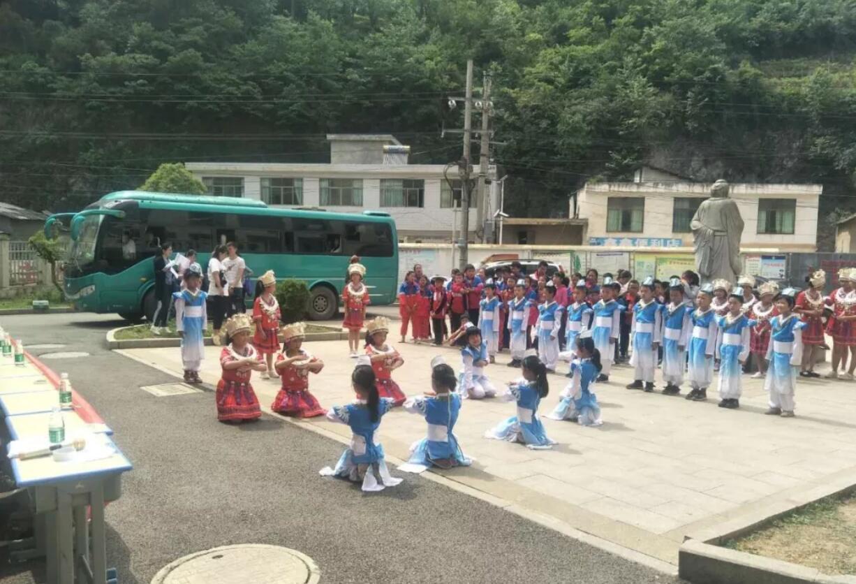贵阳观山湖区温水小学图片